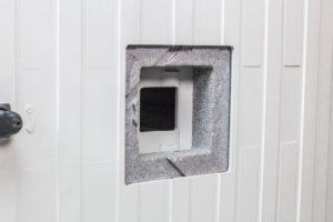 HSV Technical Moulded Parts, samenstelling van binnendeur en buitendeur, geïsoleerd met EPS schuim